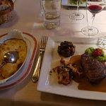 filets de boeuf au girolles avec son gratin et legumes ( menu a 43 )