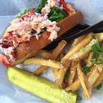 Quahog Republic Waterfront Eatery resmi