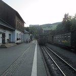Bahnhof Oberwiesenthal mit Blick auf Ahornhotel