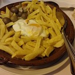 Bifana with fries and egg