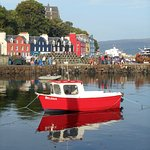 Nearest town, Tobermory (Balamory), in the sunshine.