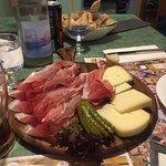 Tagliere di speck e formaggi misti, semifreddo al fiordilatte con fichi freschi, crema di Pino e