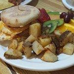 ภาพถ่ายของ Shakers Diner