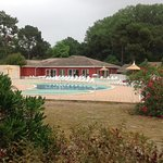 les piscines en arriere plan la piscine interieure!