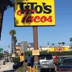 Tito's Tacos Foto