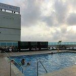 La piscina en la parte alta del hotel,,,fantastica