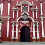 Basílica de Santa Rosa de Lima - fachada.