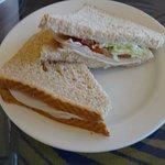 まずまずおいしいサンドイッチ。でも日本の物のようにパンがしっとりとはいきません。