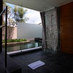 Villa Sarang Bambu bathroom and pool