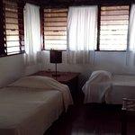 Pedimos habitación doble y tenía la cama anterior principal y estas otras dos, muy amplia.