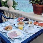Nuestro primer desayuno. Vistas impresionantes.
