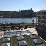 Vistas desde la habitación a la piscina y el río Mondego