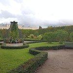 Un rincón agradable de los jardines del palacio