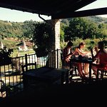 Gezellig, familiaal karakter, diner = antipasti, great wine (6€/bottle), great view and swimming
