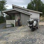 Moderne hytter, men litt kronglete adkomst om man vil helt til døra.