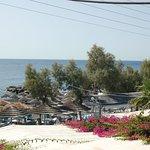 dakterras voor ontbijt met uitzicht op het strand