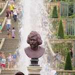Fountains , steps and statues