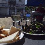 Mejillones y vino