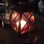 Lanterne et bougie pour mieux voir nos plats (à notre demande)...