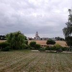 Vue sur le petit bourg de Chevannes (89240)