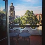 Este es el comedor del quinto piso con vista a la Catedral de la Ciudad de México