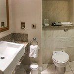 Panorámica del baño habitación 351.