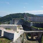Vue de l'entrée de la citadelle depuis le rempart