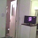 desde la cama,puerta del baño,habitacion 302,3er piso