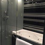 bañera hidromasajes con duchas laterales