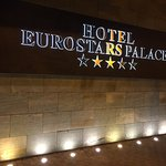 letrero del hotel
