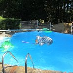 piscine avec jouets gonflables