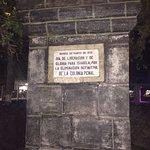 En la plaza de Pto. Villamil, una placa recuerda el día del fin de la colonia penal
