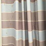 Spritzer auf Mülleimer und auf Vorhang trotz zweimaliger Aufforderung nicht beseitigt... :-(