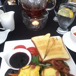 Brunch special - Quiche, bacon, blueberry jam, toast, salad, tomato