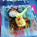 Poisson du jour sauce kari goss servie avec des légumes thaï et riz