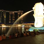 The Singapore icon, The Merlion and the background is another prominent icon, The MBS hotel.