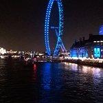 London eye om kvelden. om dagen fantastisk utsikt over det meste av store london.