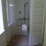 Dusche im Bad Zimmer Nr. 4