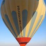 Balonlarımız sırasıyla havalanıyor.