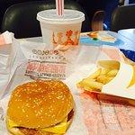 صورة فوتوغرافية لـ Burger King (ZhengDa)