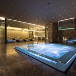 whirpool bath and relaxation area
