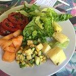 Ensalada de frutas y verduras.