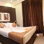 Pristine Residency Hotel Photo