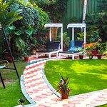 حديقه صغيرة امام الفندق