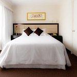 Habitacion simple vista interior. Single bedroom interior view