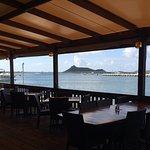 Aussi dans la salle à dîner on vous offre une vue sur la mer qui fait rêver à tout coup.