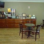 Bilde fra Burton Inn & Suites