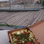 Пицца с белыми грибами на крыше лофта Этажи