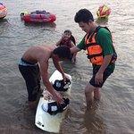 Jazda na nartach wodnych i skuterach wodnych