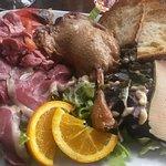 Déclinaison de canard ( excellent foie gras, gésiers, cuisse de canard...)
